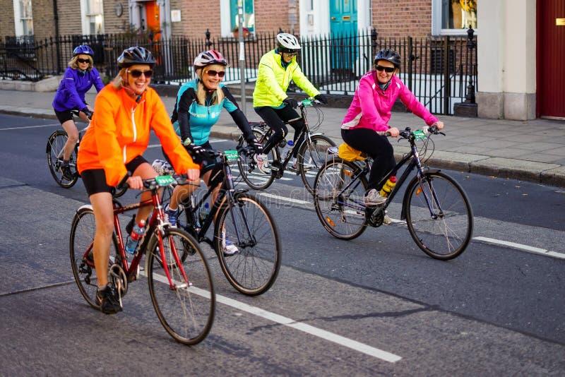 Passeio da bicicleta de Dublin dos ciclistas grande fotos de stock royalty free