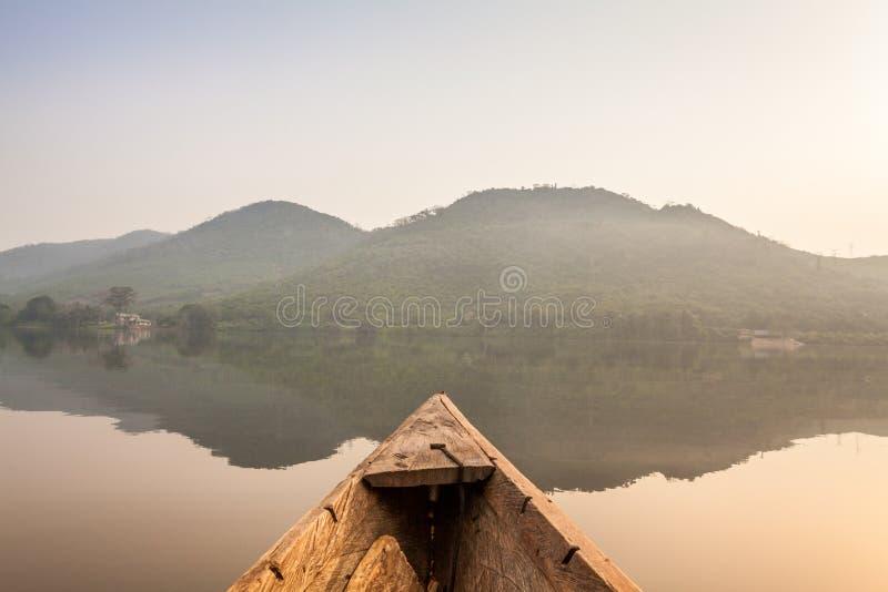 Passeio da canoa em África imagens de stock