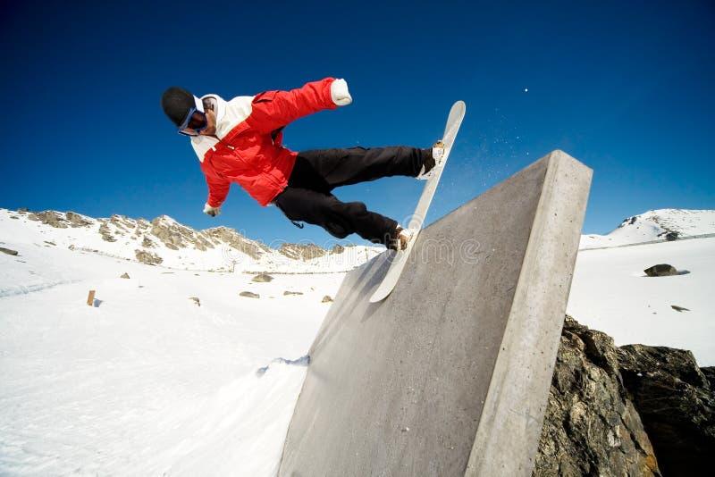 Passeio da parede do Snowboard foto de stock