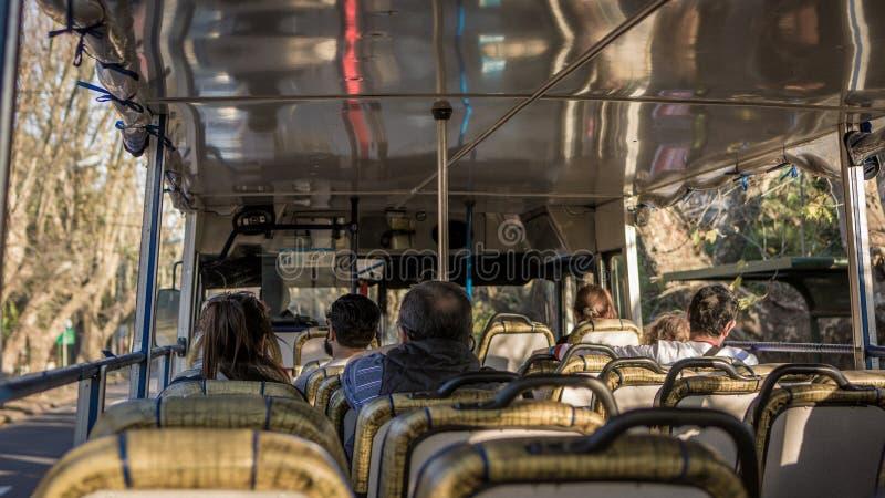 Passeio do ônibus com Tigre imagem de stock royalty free