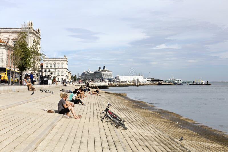 Passeio do beira-rio de Lisboa fotografia de stock