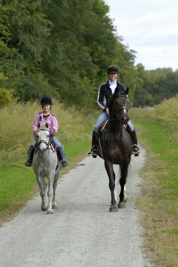 Passeio do cavalo da filha da matriz foto de stock royalty free