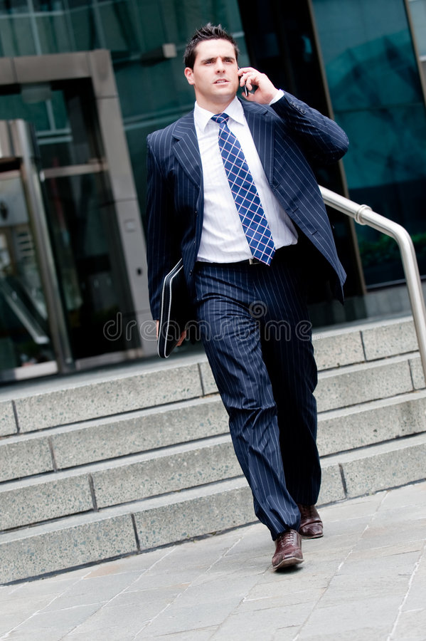 Passeio do homem de negócios imagem de stock
