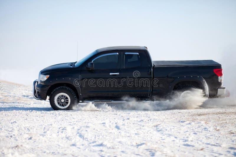 Passeio do inverno do caminhão fotografia de stock