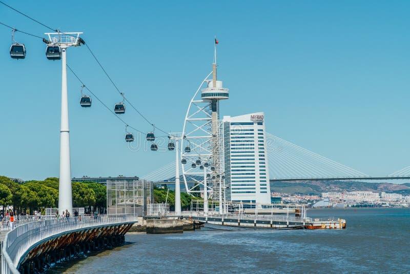 Passeio do teleférico do parque de Parque DAS Nacoes das nações em Lisboa imagem de stock