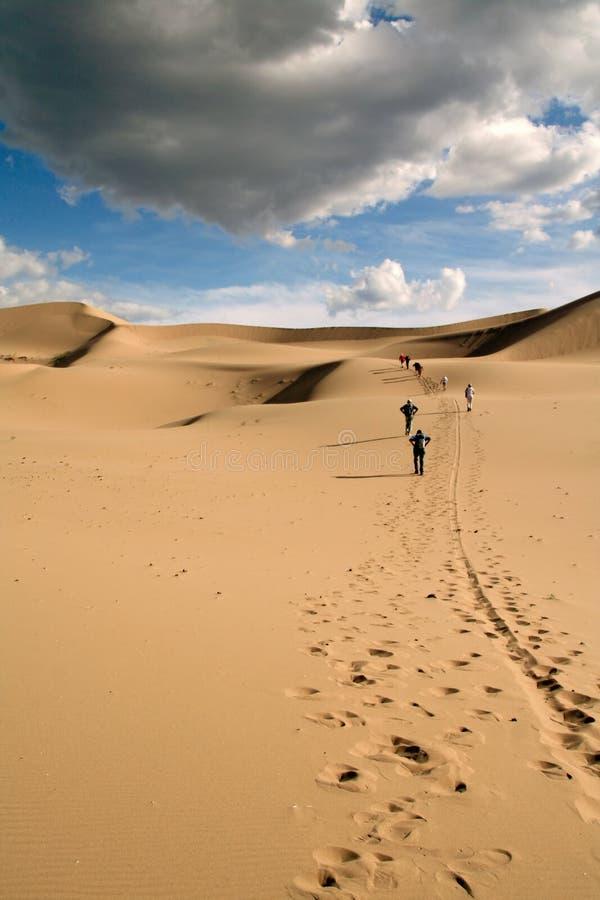 Passeio em dunas de areia imagens de stock royalty free