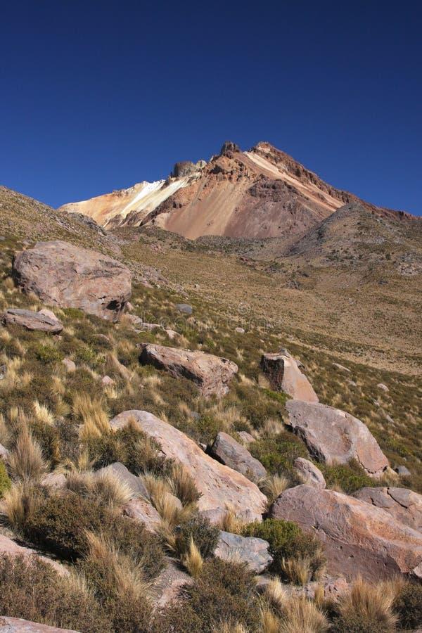 Passeio em a montanha ao vulcão de Tunupa fotos de stock royalty free