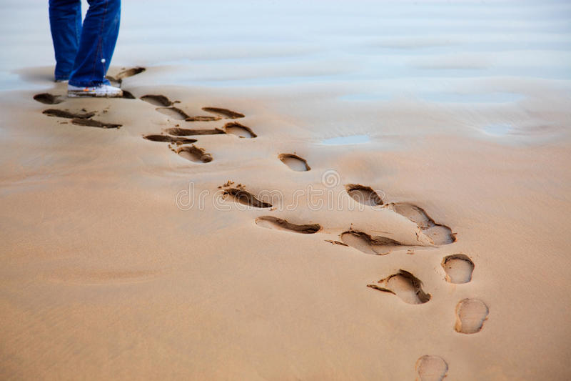 Passeio na areia imagens de stock royalty free