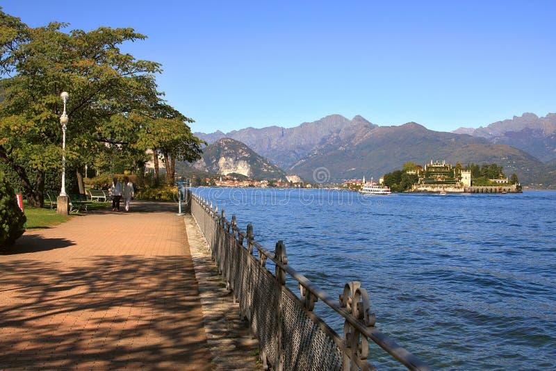 Passeio no lago Maggiore em Italy. imagem de stock