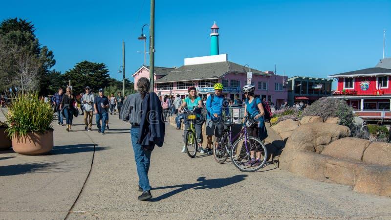 Passeio público no porto de Monterey fotos de stock