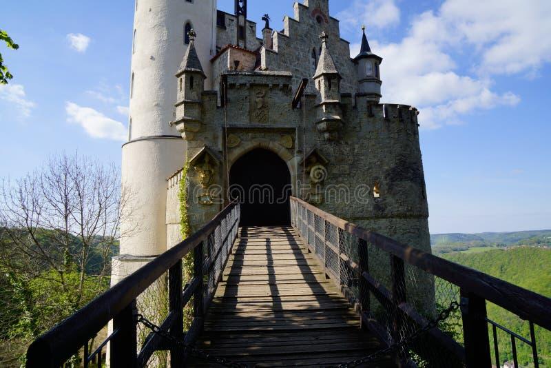 Passeio para a entrada do castelo dos schloss lichtenstein fotografia de stock royalty free