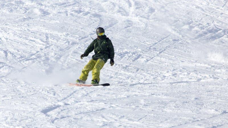 Passeios do Snowboarder fotografia de stock