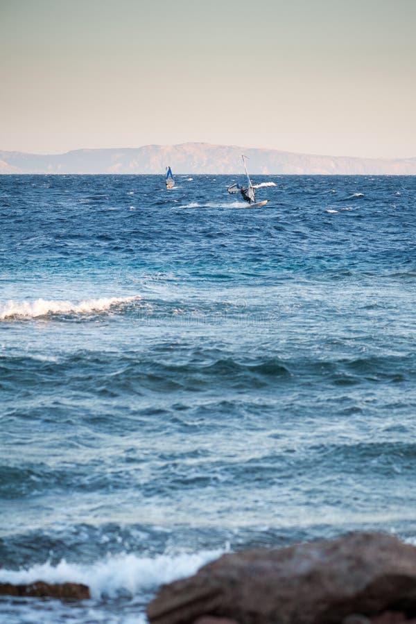 Passeios dos surfistas no Mar Vermelho imagens de stock royalty free