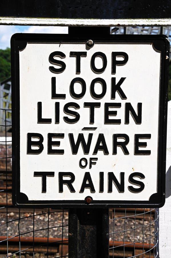 Passen Sie vom Zugzeichen auf stockfotos