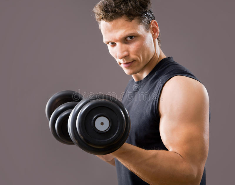 Passender muskulöser Mann lizenzfreie stockbilder
