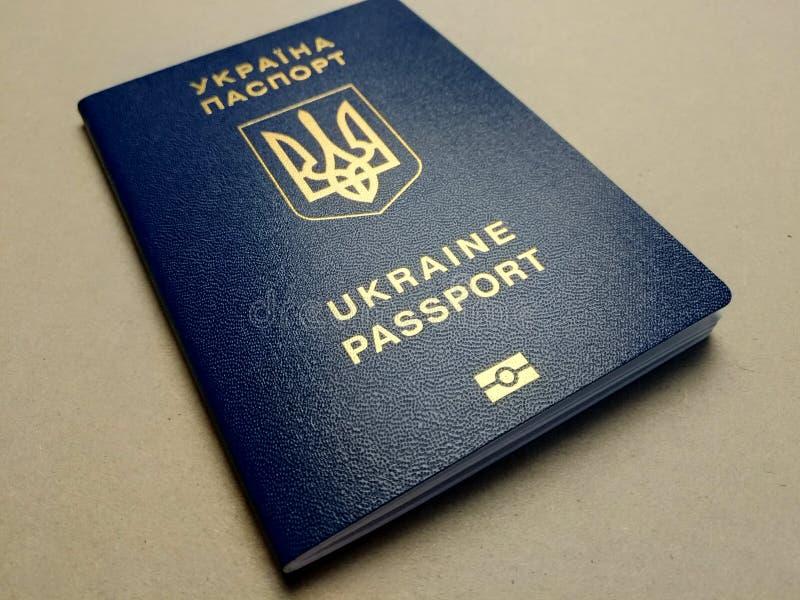 Passeport étranger d'un citoyen de l'Ukraine, photo libre de droits