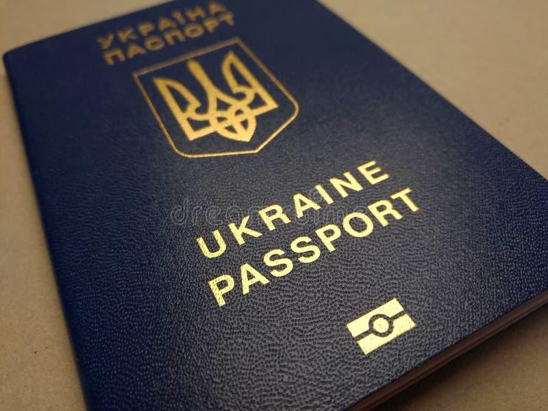 Passeport étranger d'un citoyen de l'Ukraine, photographie stock