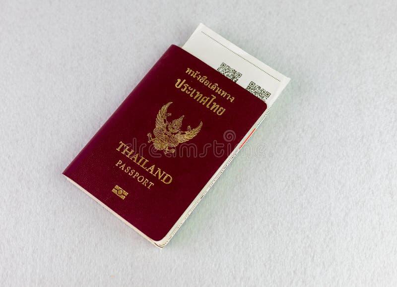 Passeport de la Tha?lande sur le fond d'isolat photos stock