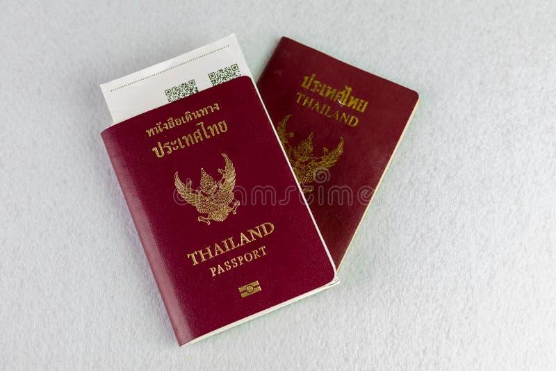Passeport de la Tha?lande sur le fond d'isolat photographie stock