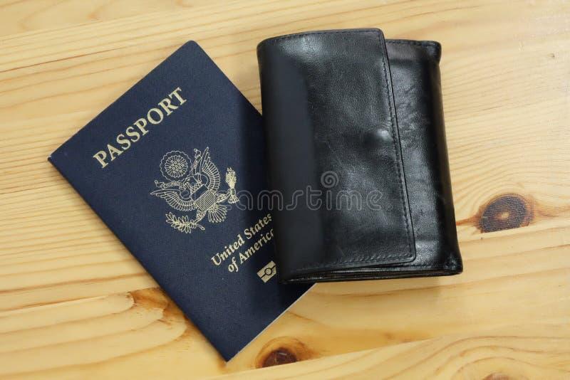 Passeport des USA de fonctionnaire avec le portefeuille photo libre de droits