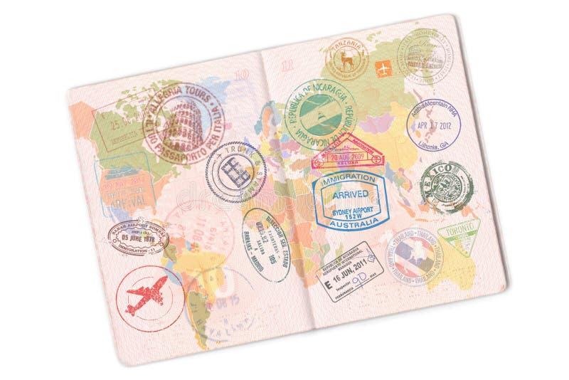 Passeport et sort de timbres là-dessus D'isolement sur le fond blanc photo stock
