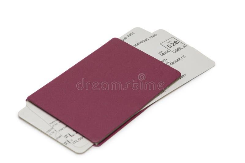 Passeport neutre avec des billets sur le blanc photographie stock libre de droits