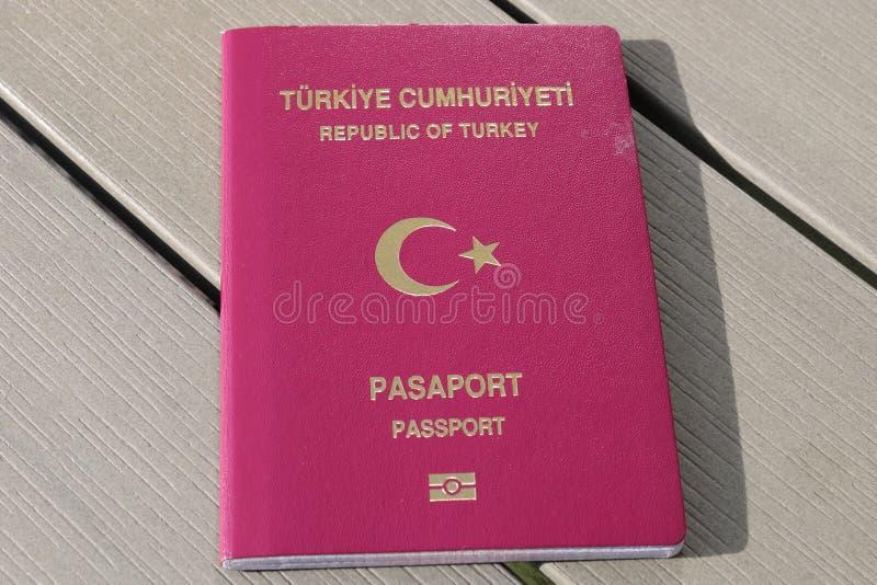 Passeport turc Passeport biométrique Identification internationale pour le citoyen turc photo stock