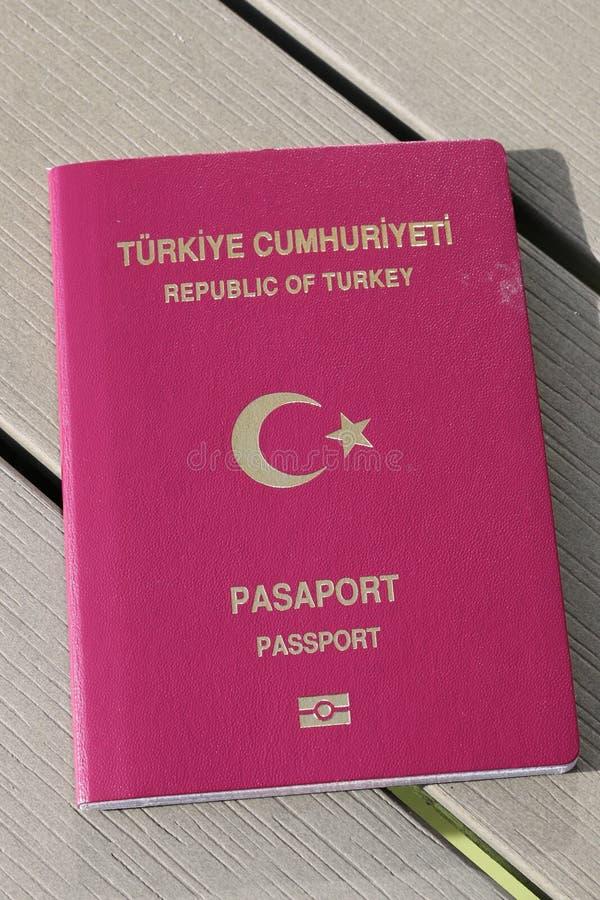 Passeport turc Passeport biométrique Identification internationale pour le citoyen turc photo libre de droits