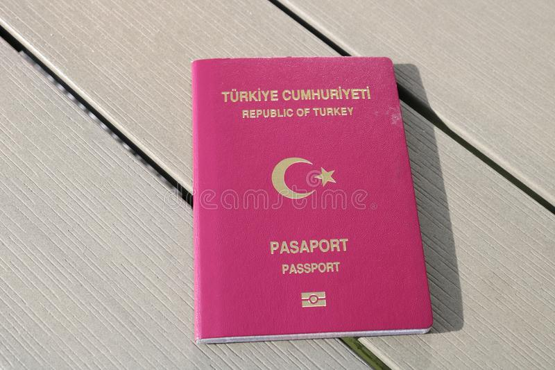 Passeport turc Passeport biométrique Identification internationale pour le citoyen turc image stock