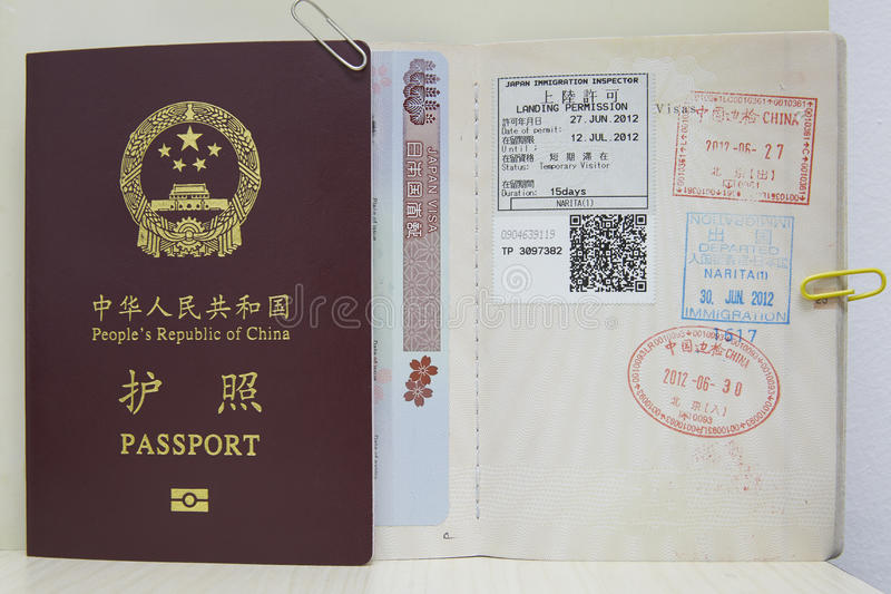 Passeport, VISA et timbres photo stock