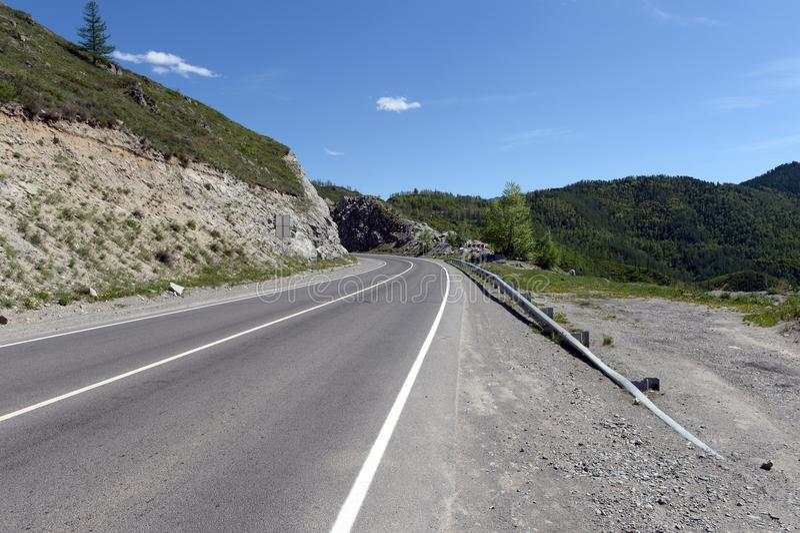 Passerande Chike-Taman Chuysky område Berg Altai royaltyfri fotografi