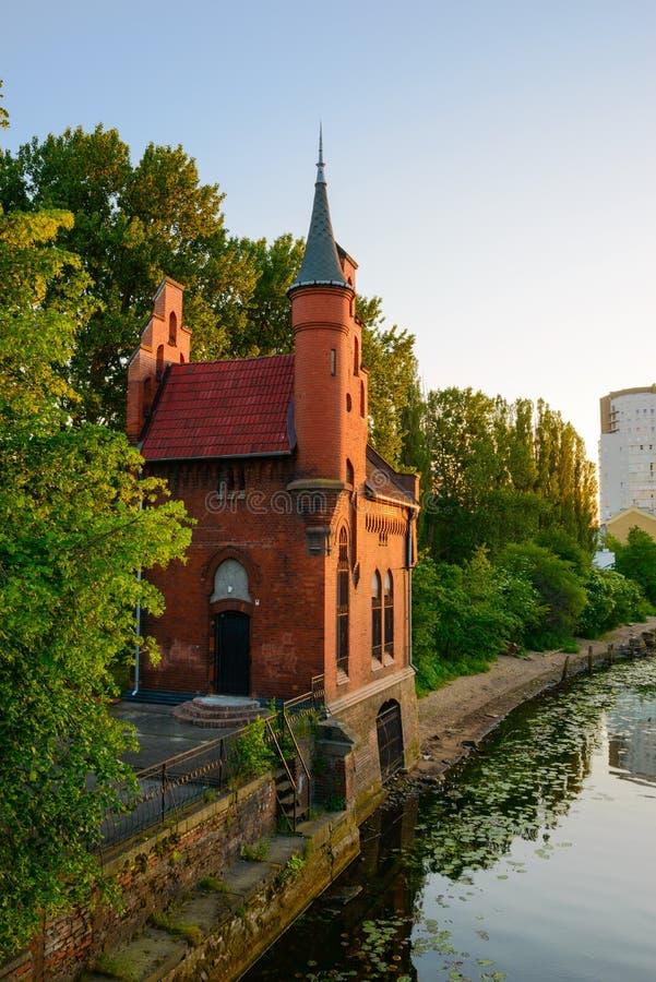 Passerelle à Kaliningrad Kenigsberg plus tôt images libres de droits