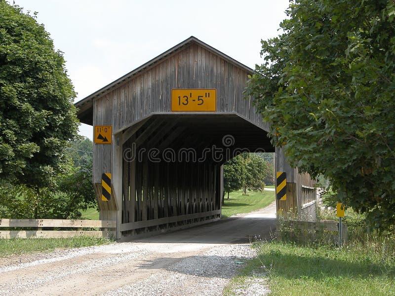 Passerelle couverte de route de Caine photos stock
