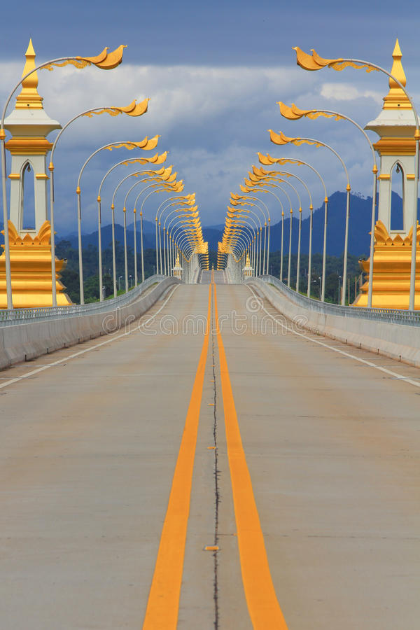 Passerelle d'amitié du Thaï-Laotien images stock