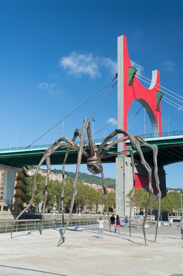 Passerelle d'onguent de La et l'araignée géante bilbao photos stock