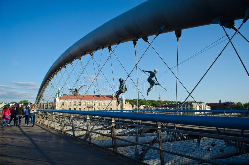 Passerelle de Bernatek de père du ` s de Cracovie et chiffres acrobatiques d'artiste polonais Jerzy Jotki Kedziora images stock