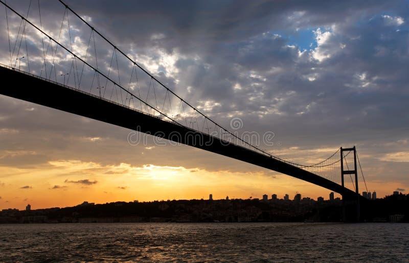 Passerelle de Bosporus au coucher du soleil photos stock