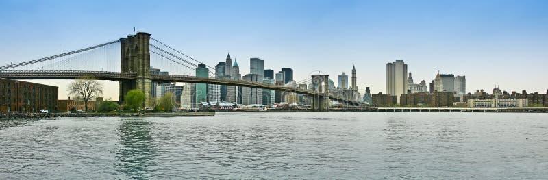 Passerelle de Brooklyn et vue panoramique inférieure de Manhattan photo stock