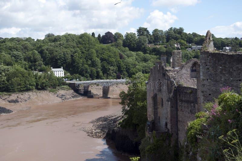 Passerelle de Chepstow et le montage en étoile de fleuve du château images libres de droits