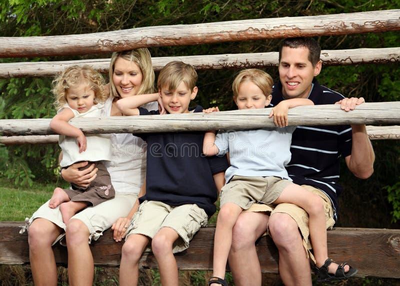 Passerelle de famille image libre de droits