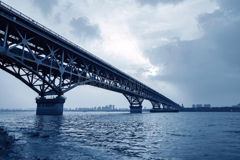 Passerelle de fleuve de Nanjing le Yang Tsé Kiang image stock