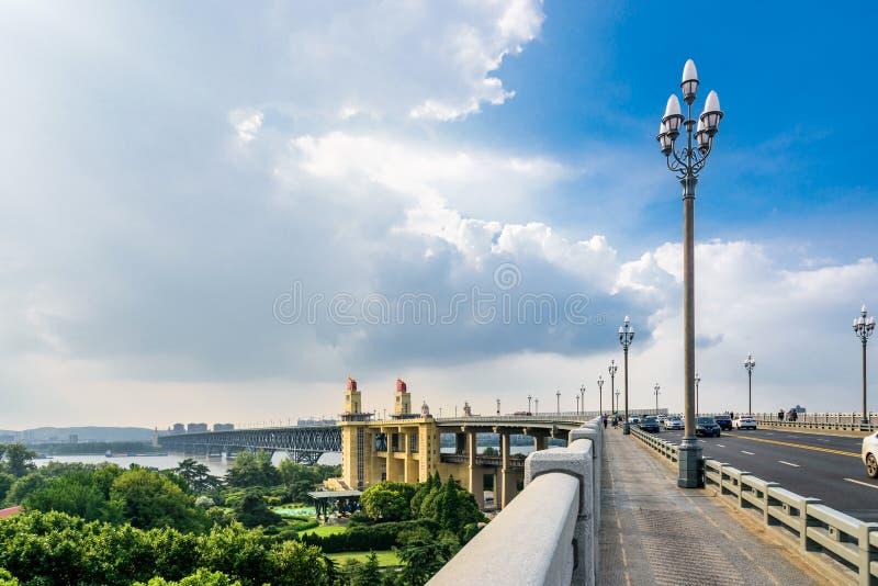 Passerelle de fleuve de Nanjing le Yang Ts? Kiang photos stock