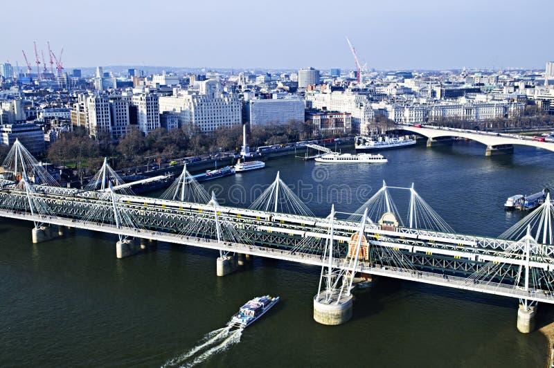 Passerelle de Hungerford vue de l'oeil de Londres photo stock