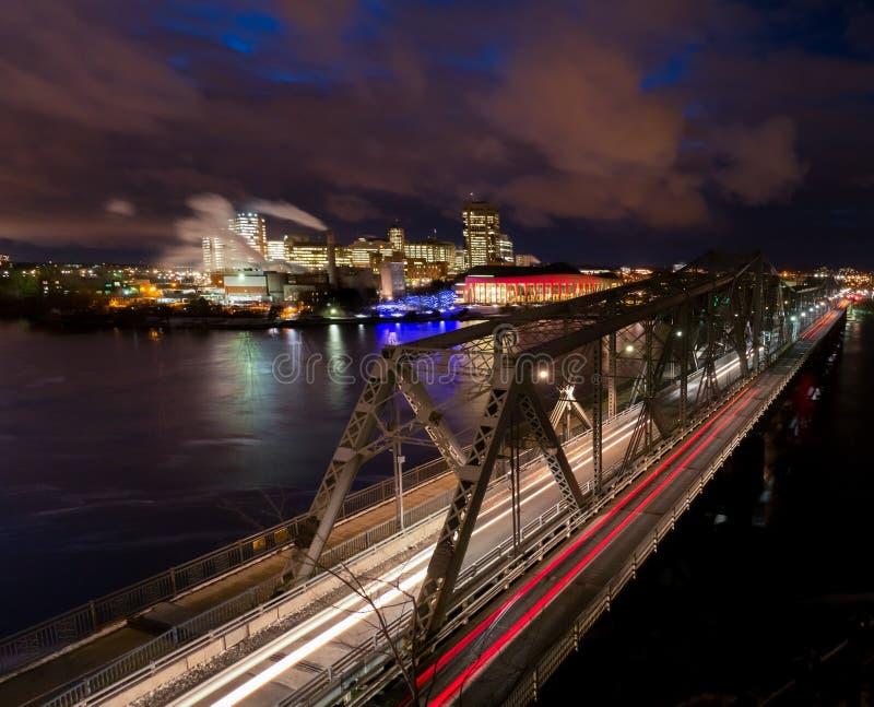 Passerelle de l'Alexandrie de vue de nuit regardant vers Gatineau, Québec images stock