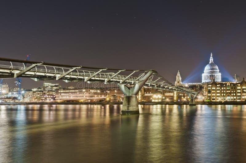 Passerelle de millénium à Londres, Angleterre photos libres de droits