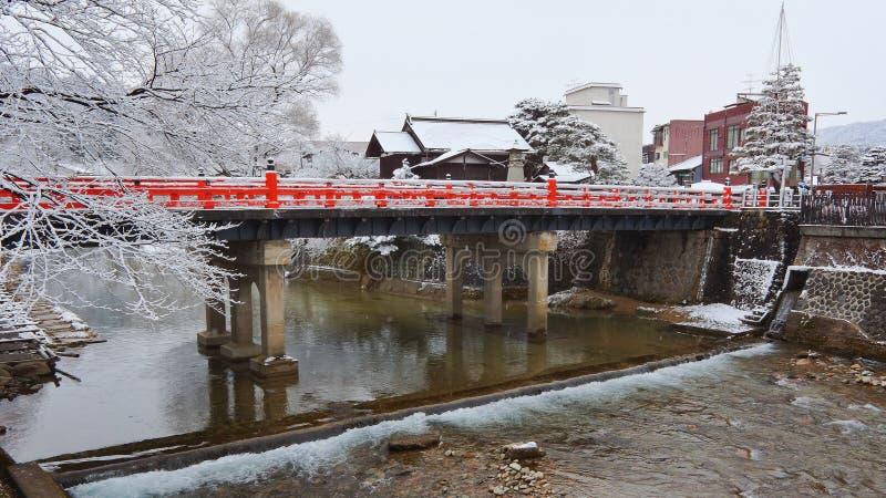 Passerelle de Nakabashi de Takayama images stock
