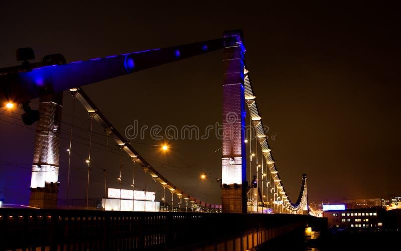 Passerelle de nuit à Moscou images stock
