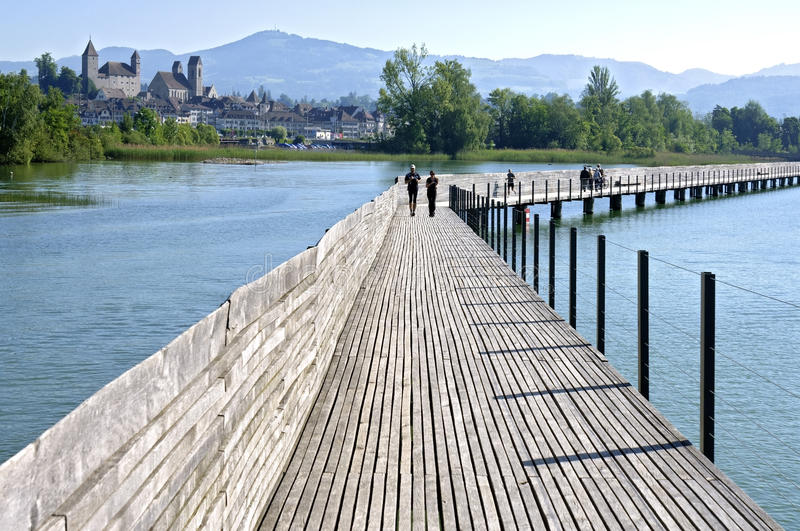 Passerelle de pfaffikon au dessus de lac zurich suisse for Innendekoration pfaffikon zh