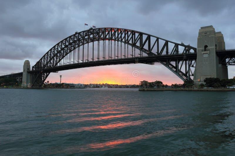 Passerelle de port de Sydney au coucher du soleil photos libres de droits
