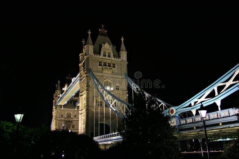 Passerelle de tour la nuit 2 - Londres, Angleterre images stock